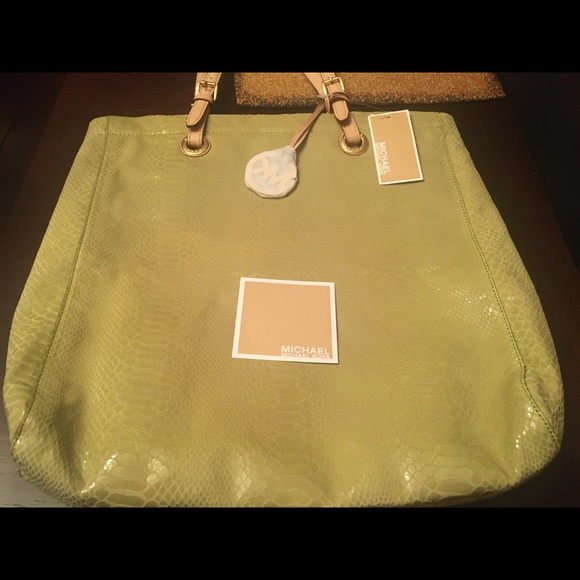 Michael Kors Handbags - Michael Kors shoulder tote NEW!